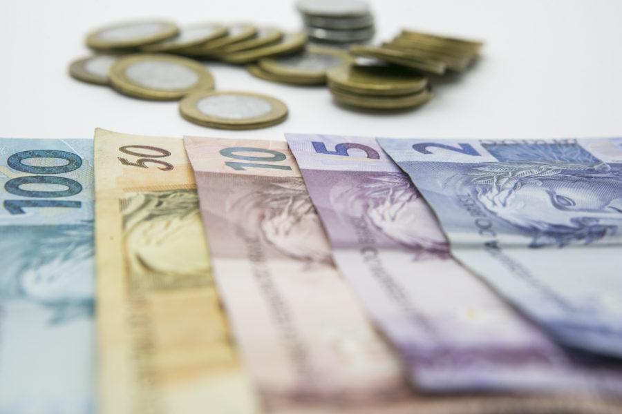 É preciso começar a cuidar do seu próprio dinheiro em algum momento. (Foto: Marcelo Andrade/Arquivo/Gazeta do Povo)