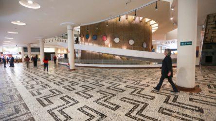 Vista do Conjunto Nacional, na Avenida Paulista. Com projeto de David Libeskind, o prédio é um dos primeiros grandes edifíciosmodernosmultifuncionais implantados na capital paulista.