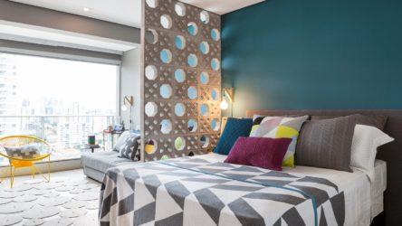 Estampas, objetos e revestimentos geométricos estão em alta no decor. No projeto da doob arquitetura a tendência aparece em várias cores, mas de forma equilibrada.