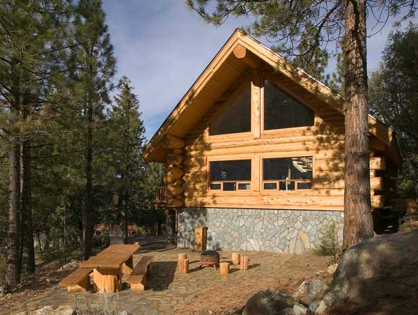 Log home living 39 s 10 favorite small log cabins for Log cabin builders in california