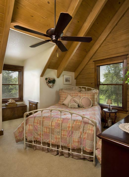 Bedroom in the Florida log home