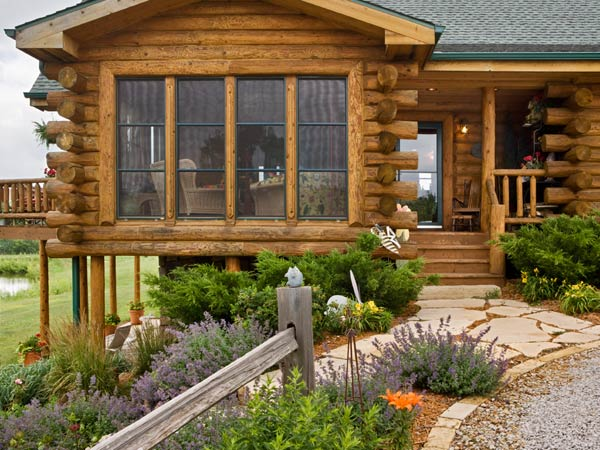 Expedition Log Homes | Entrance to Cabin