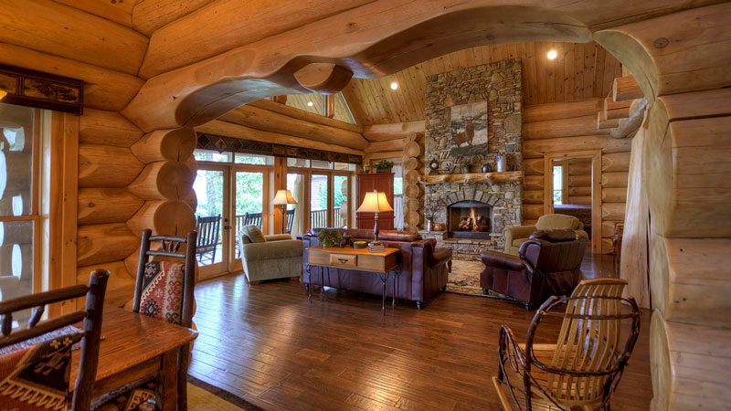 Large Logs Make a Cozy Log Home on the Lake