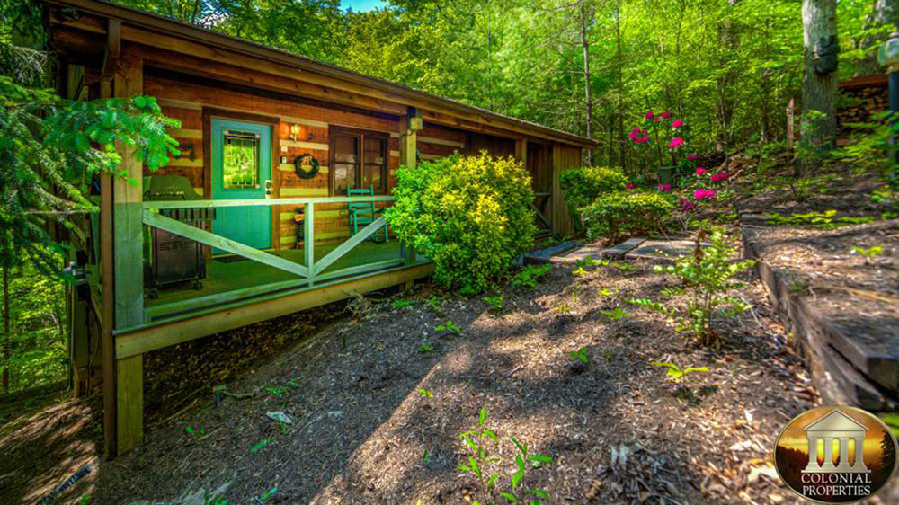 bedroom lodge trail bear in cabin rent located for cabins tennessee