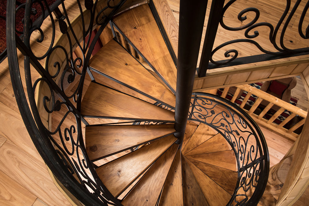 Cloudcroft-Interior-Staircase-1---SLTH_8542_2019-04-10_17-56
