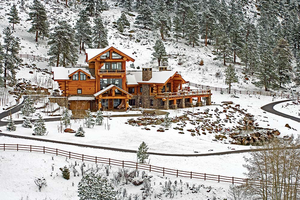 A Majestic Log Home Built With Big Logs