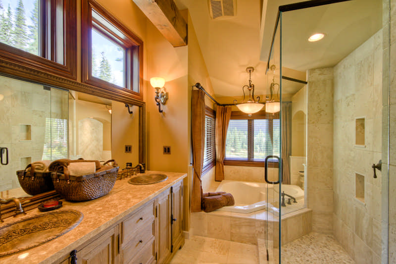 10 unique timber home bathrooms for Unique master bathrooms