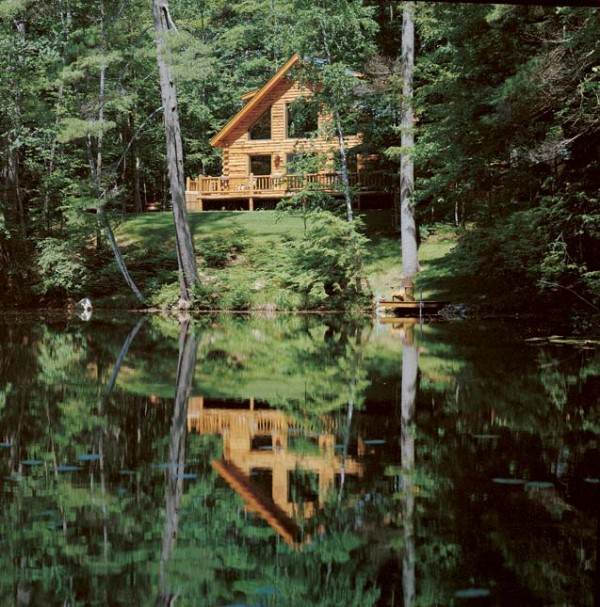 1-waterfront-log-cabin-600x607-2