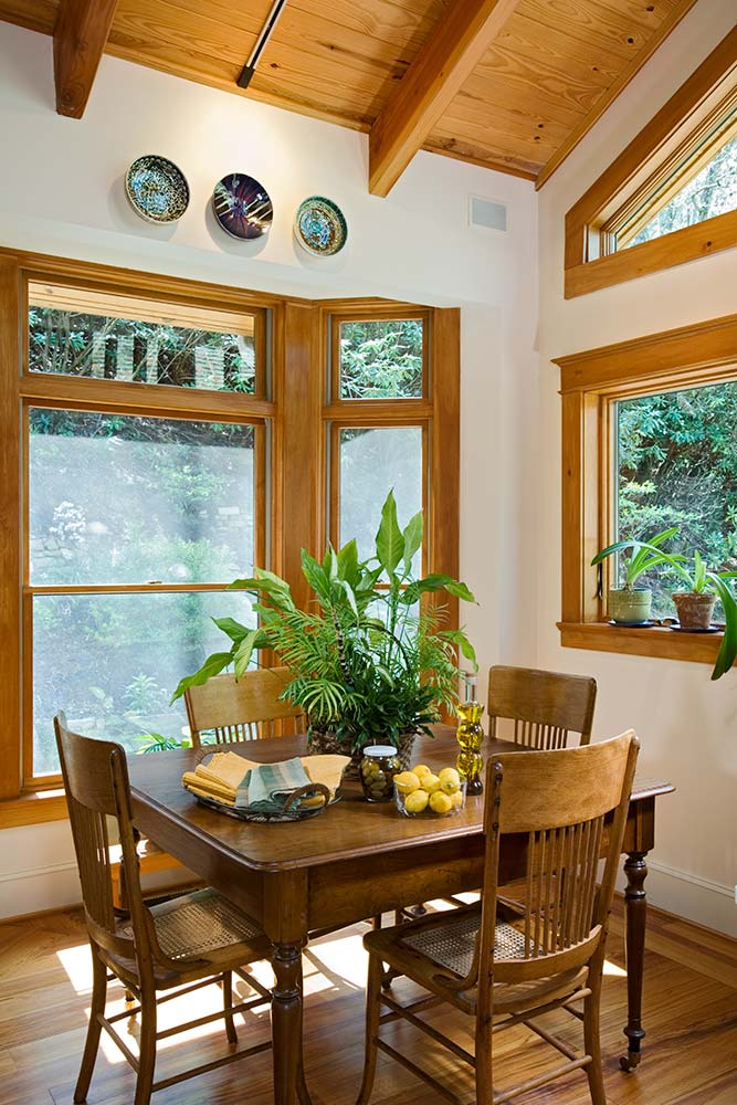north-carolina-timber-home-eating-area