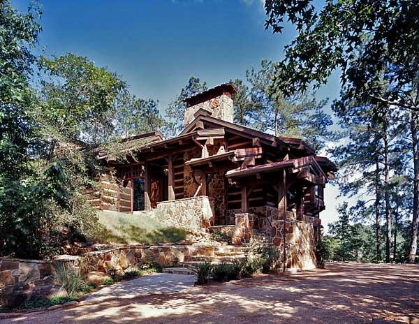 An East Texas Lakefront Log Home