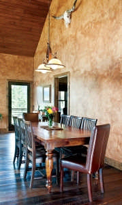 hyrbrid mountain retreat Dining room