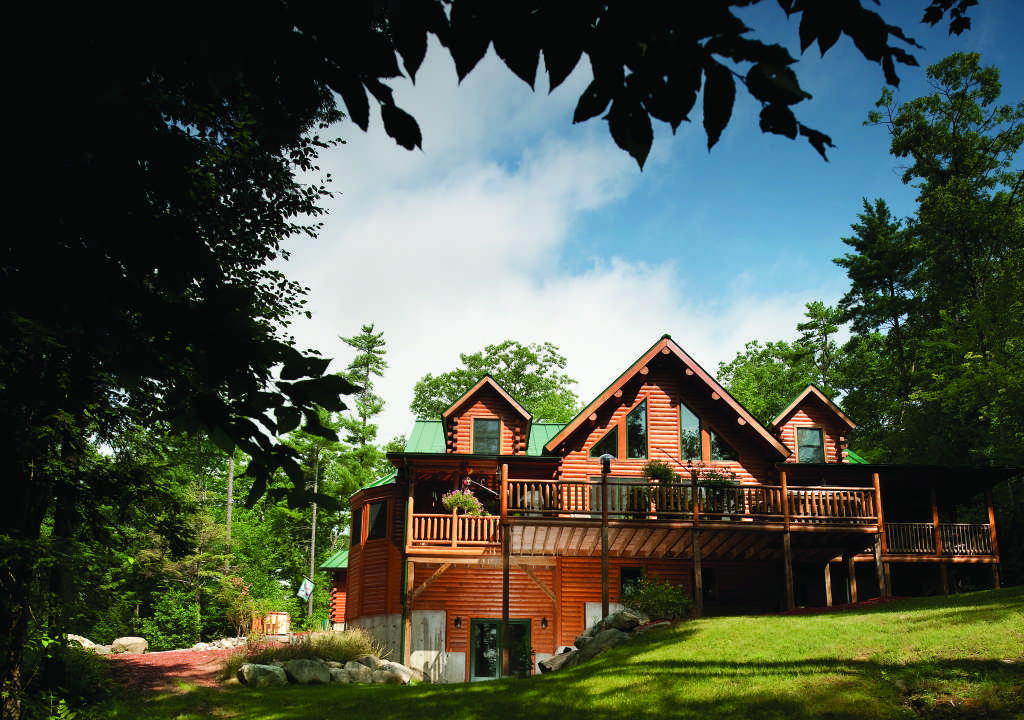 Maine log home exterior
