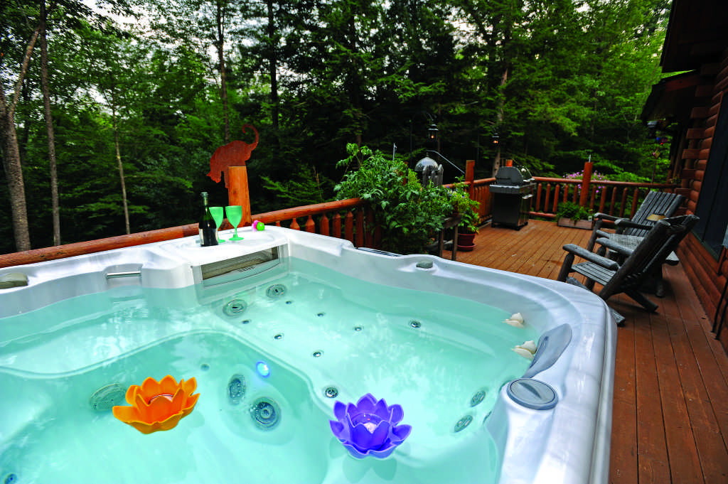 Maine log home hot tub deck patio porch
