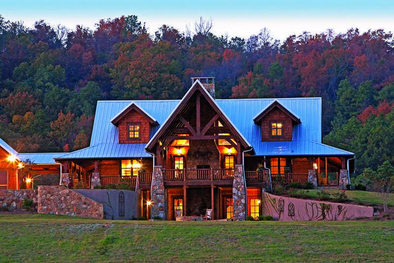 Alabama log home exterior lawn