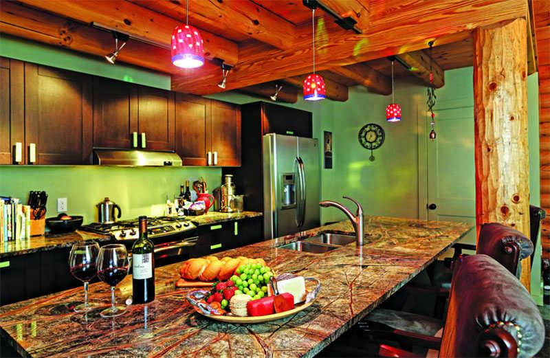 New York log home kitchen