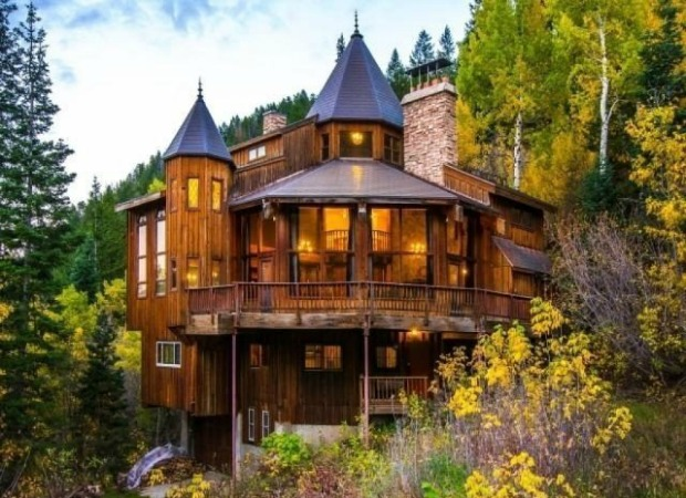 Cabin Castle in Utah exterior