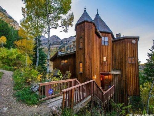 Cabin Castle in Utah Entry