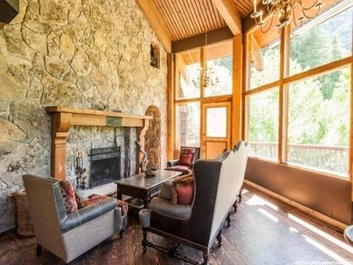 Cabin Castle in Utah Fireplace