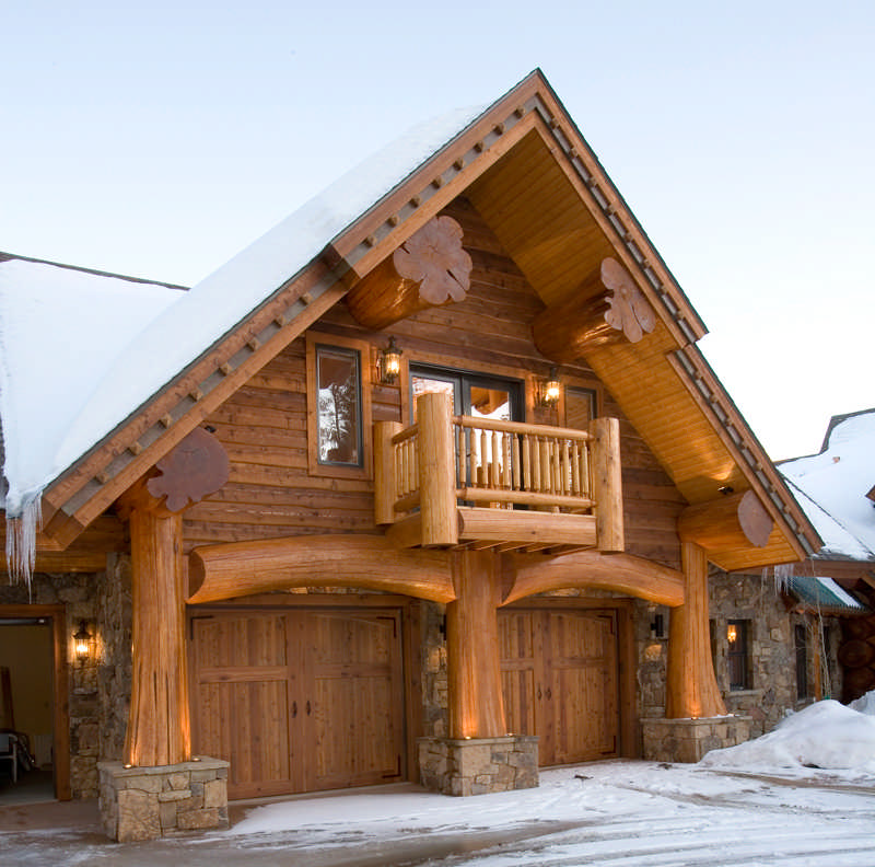 A Red Cedar Log Home In Colorado