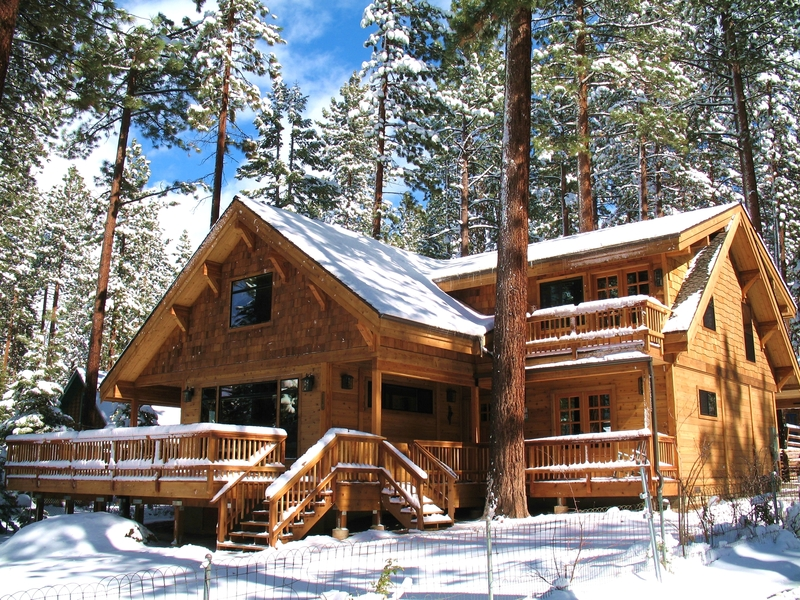 9 tips for building a log home in snow country for Www loghome com