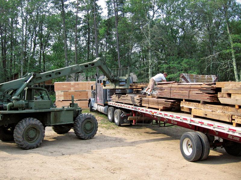 2007-07-24-lorentzens-barn-arrives-15