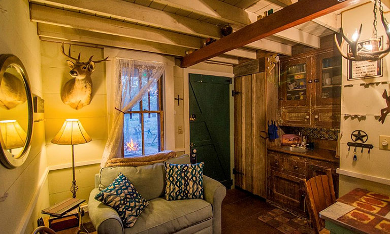 CBL1017-SCE_Living-Room