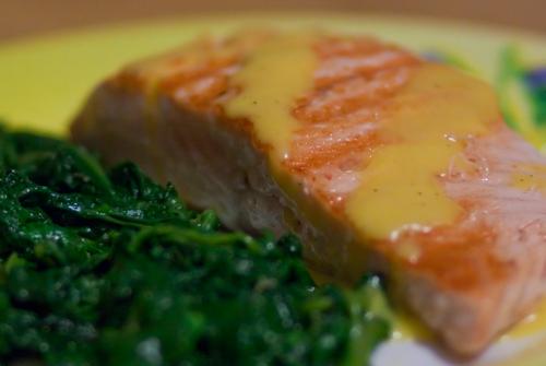 Salmone in salsa olandese