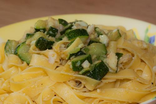 Tagliatelle platessa e zucchine