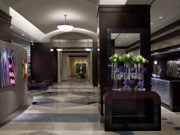 sofitel-philadelphia-accessible-bathroom-roll-in-shower-1388399