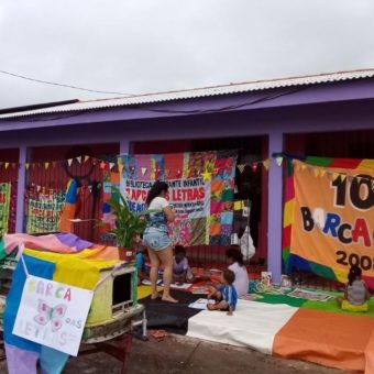 Itinerant library roams Amazon rivers bringing books to isolated communities