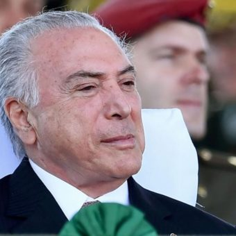 Temer gives a raise to public servants and puts Brazilian economy in danger for the next year