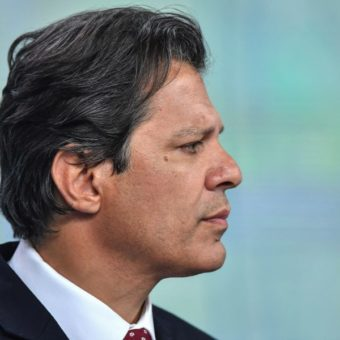 Seemingly hopeless, Haddad rejects PT's policies and even praises Sérgio Moro