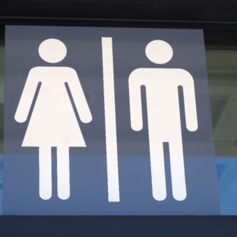 School denounced for having a single bathroom for boys and girls
