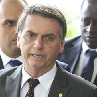 "Bolsonaro confirms ""red card"" for ENEM's leader; Senna might be Minister of Education"