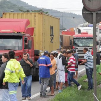 Truck drivers hold occasional manifestations in São Paulo and Rio de Janeiro