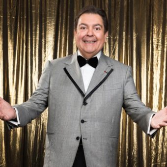 Without mentioning any politicians, Faustão vents and speaks about 'the moron who's there' in his program