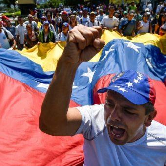 Colombian city braces for showdown as US amasses aid on Venezuelan border