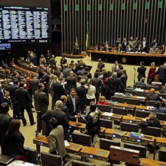 Government suffers first defeat: deputies vote against Mourão's executive order on secret data