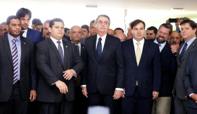 Bolsonaro visits Congress to put forward Social Security Reform bill