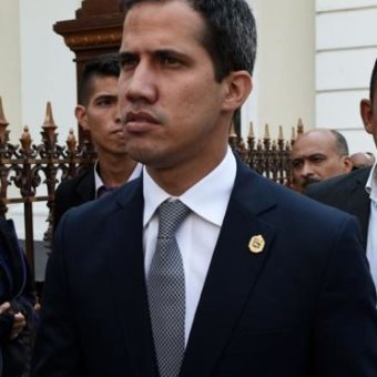 Maduro's supporters attack car carrying Juan Guaidó