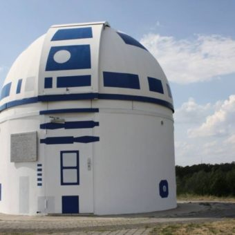 Star Wars fan professor turns building into a replica of a character from the saga