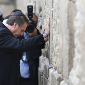 In Israel, Bolsonaro visits sacred places and announces business office in Jerusalem