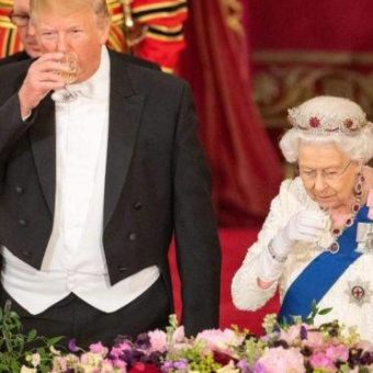 Trump visits UK and is received by the Queen and by protests on the streets