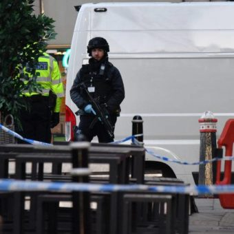 Knife attack in London leaves several wounded
