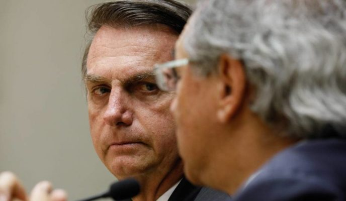 """Bolsonaro stands up for Guedes and defends minister """"until the last day"""""""