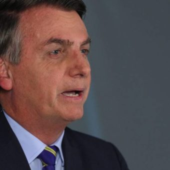 "Bolsonaro lowers tone and calls pandemic ""the greatest challenge of our generation"""