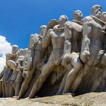 """Militants defend destruction of """"racist"""" historical monuments"""