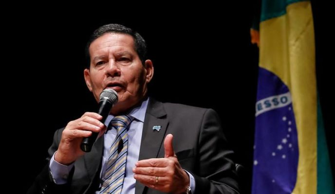 "Bolsonaro to replace Pazuello ""in the near future,"" says Mourão"