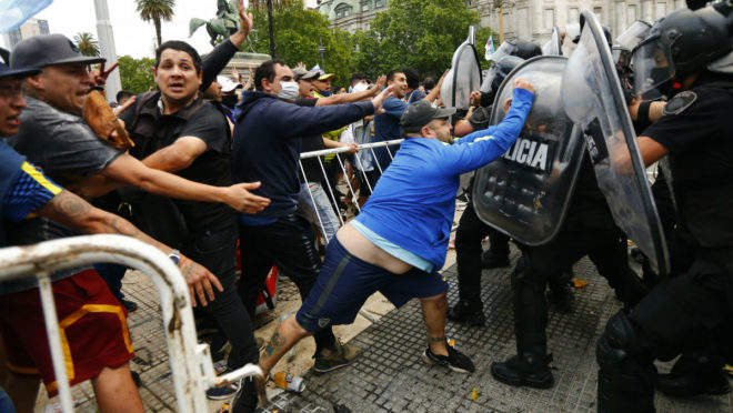 Farewell to Maradona ends in clashes with riot police