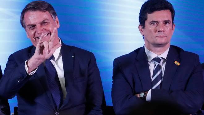 Despite falling approval ratings, Bolsonaro leads 2022 presidential race